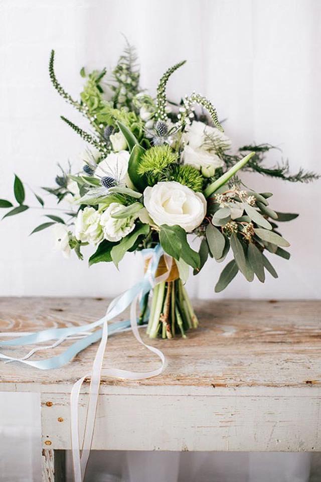 trend culoare verde buchet flori nunta